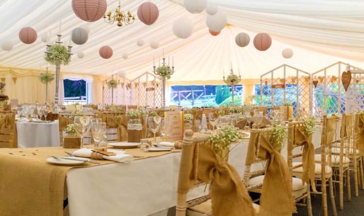 Some Good Reasons to Hire Marquees for a Wedding