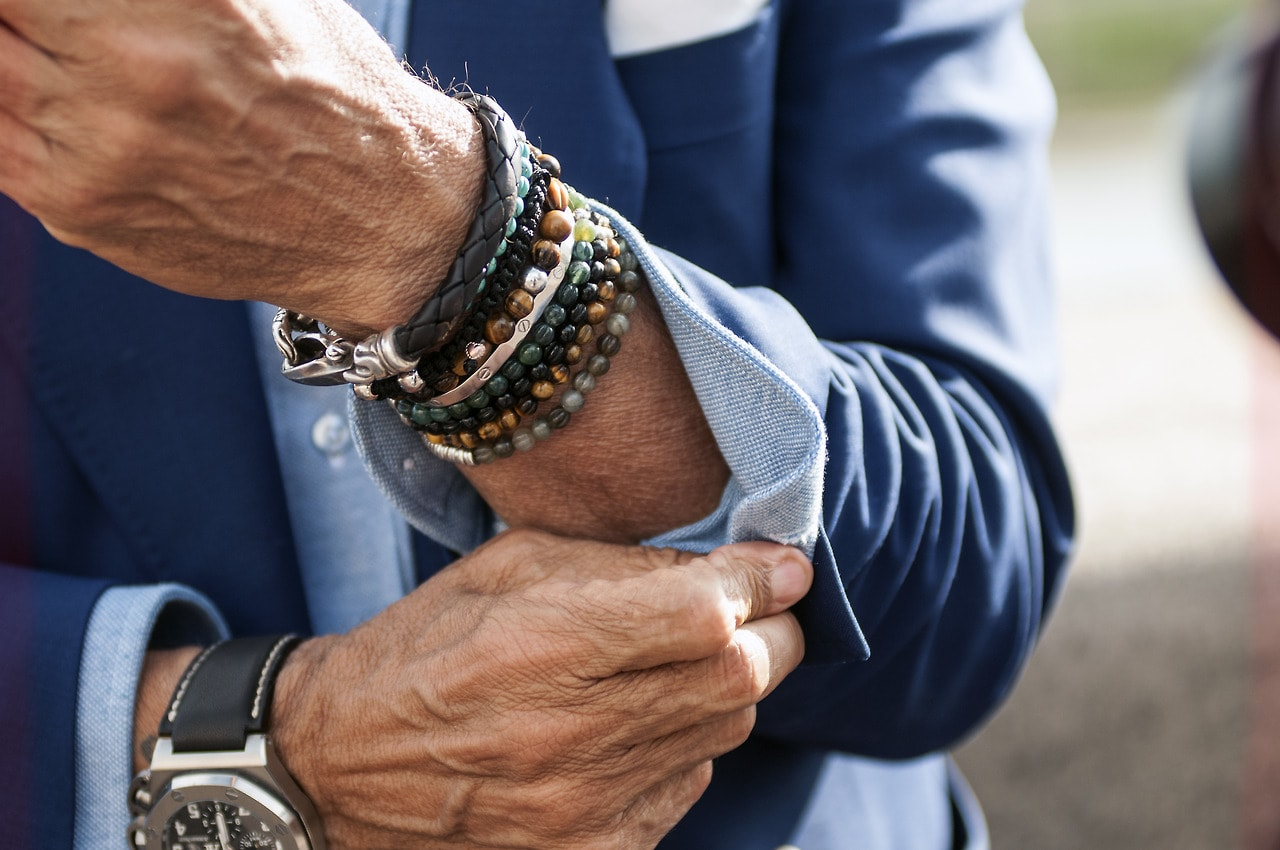 Do Men Need to Wear Bracelets?