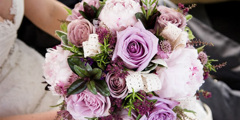 Premium Flowers with Extravagance to Add Striking Look and Feel