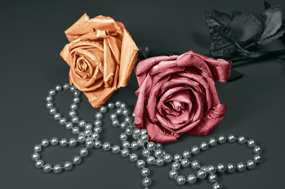 Know how to arrange artificial flowers