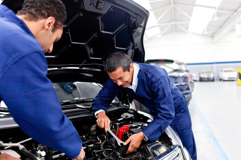What Are the Primary Reasons for Hiring Professional Auto Mechanic?